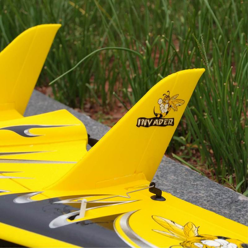 Back Side of Cool Mini RTF RC Flying Delta Wing for Sale Inv Ader 6104